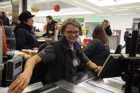 Na kase chybí lidi. Penny, Globus, Albert i Tesco zvyšují platy prodavačkám