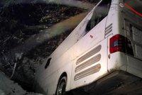 Děsivá nehoda v Tatrách: Autobus po nehodě visel nad roklí