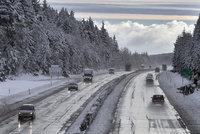 Kamiony neprojedou do Polska přes Harrachov. Silničáři tah uzavřeli kvůli sněhu