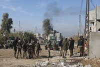 Irácká armáda našla další masový hrob ISIS: Leželo v něm 89 těl zajatců