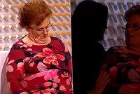 Babča usnula v TV seznamce při živém vysílání, probudila se v zhasnutém studiu