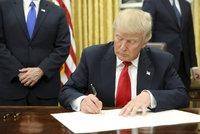 """Diplomaté se bouří proti """"zákazu muslimů"""". Trump: Kdo má problém, může jít"""