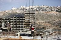 Izrael přes odpor Palestiny staví byty na okupovaném území. USA kličkují