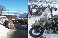Legendární Sraz Elefantů: Motorkáři bivakovali v mraze nedaleko českých hranic