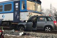 Při srážce vlaku s autem na Mělnicku zemřel muž (†62)