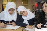 """Zákaz hidžábu ve škole: """"Cizí náboženství nás musí respektovat,"""" říká Jourová"""