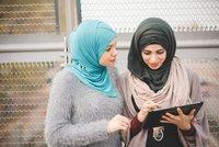 Islámský šátek může šéf v práci lidem zakázat, rozhodl Evropský soudní dvůr