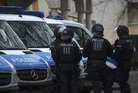 Muž najel v Německu autem do radnice, ta začala hořet. Řidiče má policie