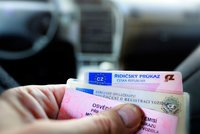 Zkontrolujte si řidičák: Jen v lednu propadl 20 tisícům Čechů