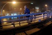 Zoufalý muž se chtěl zabít: Skok z mostu mu strážníci rozmluvili