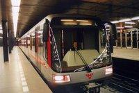 """Na """"céčku"""" si cestující zavolají: Operátoři pokryli signálem tunel metra mezi Muzeem a Roztyly"""