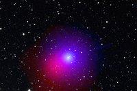 O víkendu se blízko Země prožene kometa. Nese jméno českého astronoma