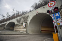 Technická závada uzavřela Strahovský tunel i Mrázovku! Tvořily se kolony