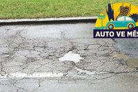 Obleva vytvořila díry na silnicích. Experti navrhují, jak výmoly opravovat lépe