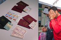 Uprchlíci se k nám snaží dostat horem spodem. Mají padělané rumunské doklady