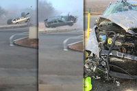 Děsivé video z dálnice u Břeclavi: Auto se 6krát otočilo přes střechu. Řidič zázrakem přežil
