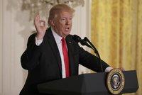Trump ubral: Do USA pustí cizince s vízem i zelenou kartou