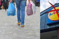 Lidl končí s igelitovými taškami. Upře je lidem i Kaufland, Globus či Tesco?