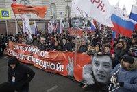 Památku zavražděného Němcova v centru Moskvy uctilo 15 tisíc lidí