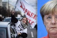 Německého novináře zatkli v Turecku: Lidé demonstrují a Merkelová zuří