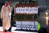 Saúdskoarabský král Salmán necestuje nalehko: Do Malajsie si přivezl 460 tun zavazadel!