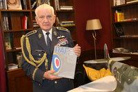 Válečný hrdina Emil Boček (96) leží v nemocnici v Brně. Zeman mu chce dát metál
