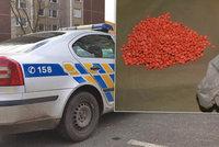 Muž měl v kapse tisíc tablet extáze: Sám pod vlivem drog i zřejmě řídil