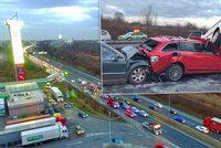 Na Štěrboholské se srazilo 10 aut. Řidiči pak museli jezdit přes benzinku