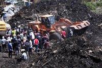 Smrt v odpadcích: 46 lidí zabil sesuv na skládce