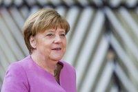 Merkelová po propadáku Mayové tlačí na Brity: Brexit má začít co nejdřív