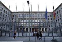 Ministr financí dostal poštou bombu, teroristé se hlásí k balíčku do Německa