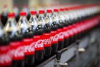 Coca-Colu už si v dvoulitrové lahvi nekoupíte. Z obchodů zmizí v dubnu