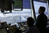 Piloti kroužili nad letištěm, dispečer spal: Ve Vietnamu nikdo nepřistál