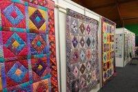 1000 nástěnných tapiserií  Do Vysočan se vrací výstava Prague Patchwork  Meeting b2f8c5ad8c