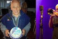 Jazzman Laco Déczi měl narozeniny: Všichni moji pa*chanti se na mě vy*rali, napsal