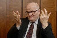 Ministra vyhodili z práce neprávem. Dostane Herman ušlou mzdu za čtyři roky?