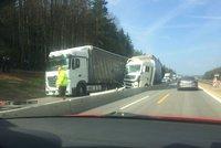 Řidiči vzteky bez sebe z nehody dvou kamionů v zúžení D1: Z dálnice se stalo parkoviště