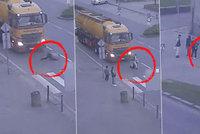 Hrozivé video: Žena v Přerově spadla přímo pod kamion! Nehoda, nebo úmysl?