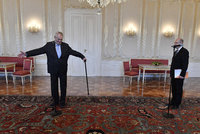 Politikům porostou platy: Zeman si polepší o 16 tisíc, Sobotkovi přidají 12 000