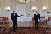 """Sobotkova odveta za hradní potupu: Chce Zemana """"vymazat"""" ve volbách"""