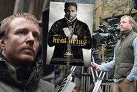 """Režisér Guy Ritchie: """"Hunnam mě na konkurzu tak otravoval, až jsem mu tu roli dal..."""""""