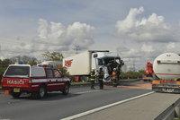 Nehoda kamionu u Studénky: Prorazil svodidla a zablokoval provoz na D1