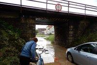 Do Česka se ženou bouřky. Přinesou kroupy a přívalový déšť