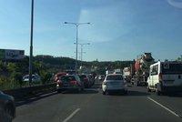 Doprava v Praze a okolí kolabuje: Provoz se do tunelů Pražského okruhu začíná vracet