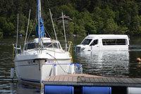 Na Slapy vyplul obojživelný minibus. Jeho majitel dal za přestavbu 10 milionů