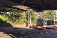 Tramvaje ze zastávky Lihovar do zastávky Zlíchov nejezdily: Průjezd blokovala dopravní nehoda