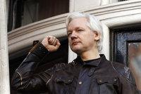Assange dostal ekvádorské občanství. Otec WikiLeaks se dál ukrývá na ambasádě