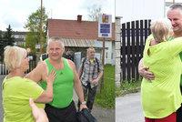 První žena, kterou Kajínek objal: Bába se zbláznila, řekli mi doma