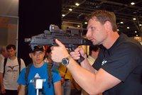 Česká zbrojovka hlásí rekordní tržby. Prodala 300 tisíc zbraní za 4 miliardy