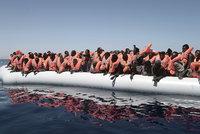 Italové zachránili o víkendu z moře 1650 migrantů. Deset lidí utonulo